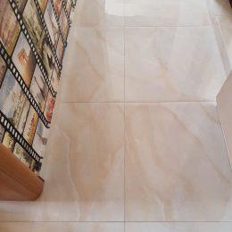 koridor s granitogres Onix Beige 600x600